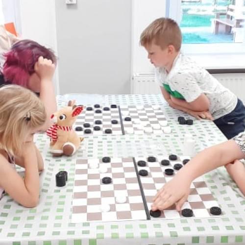 Jaskółkowy turniej gry w warcaby